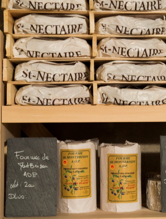 Cave d'affinage. Fromagerie Beaufils.